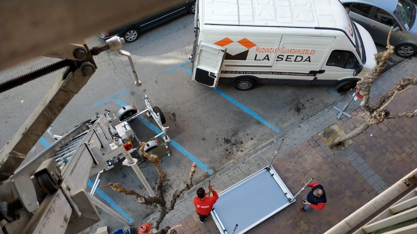 Mudanza con Grua elevadora anden en Murcia 1-min