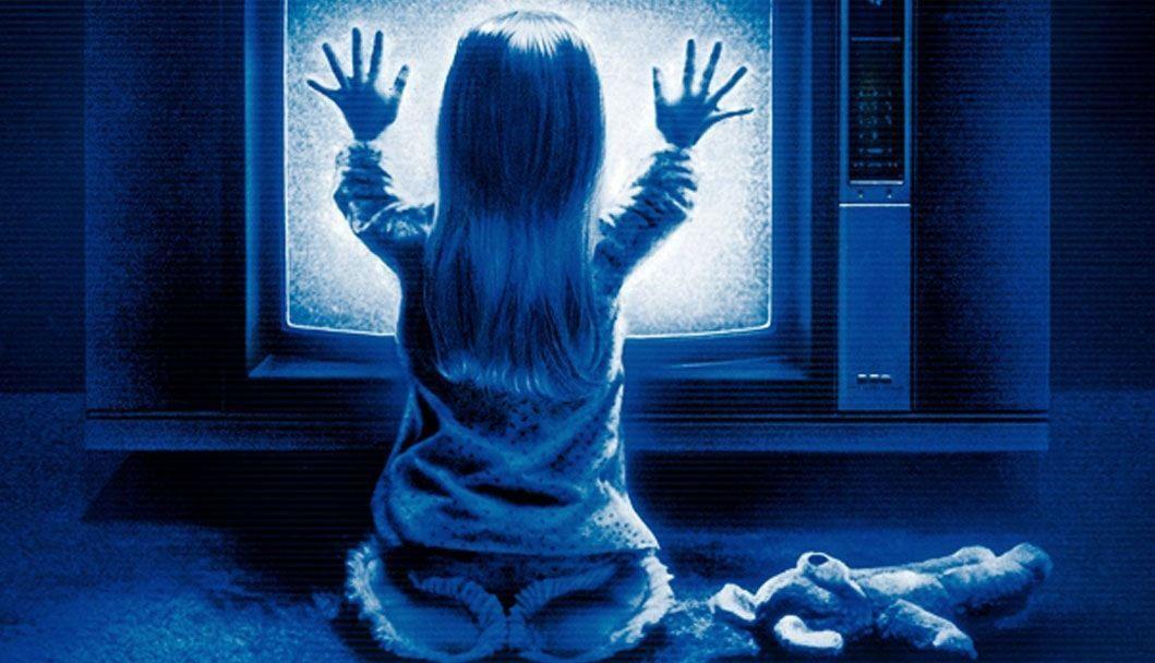 Ya nos enseñó la pequeña Madeleine, en Poltergeits, que a las televisiones tienen un lado oscuro, sobre todo si tienen una entrada al otro mundo